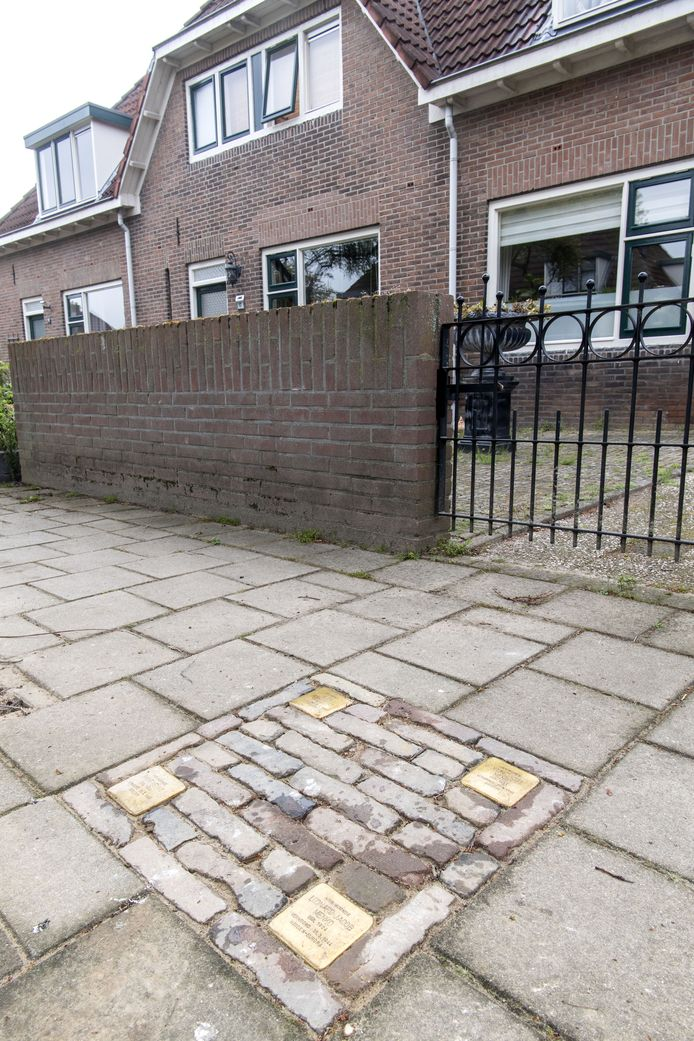 De vier steentjes aan de Annastraat in Hengelo.