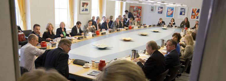 De VVD-fractie komt bijeen in de Tweede Kamer om de ontstane crisis in het kabinet te bespreken. Beeld ANP