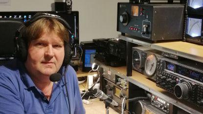 Radioamateur maakt gebruik van speciale roepnamen tijdens coronacrisis