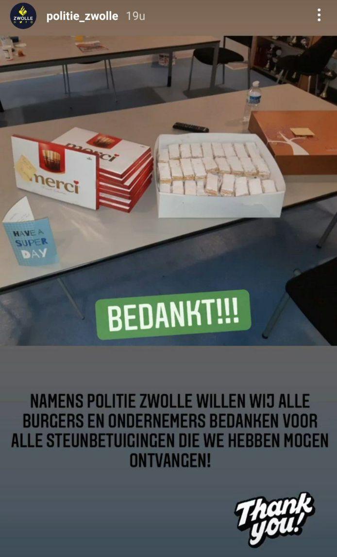 De politie Zwolle kreeg na de avondklokrellen veel lekkernijen.