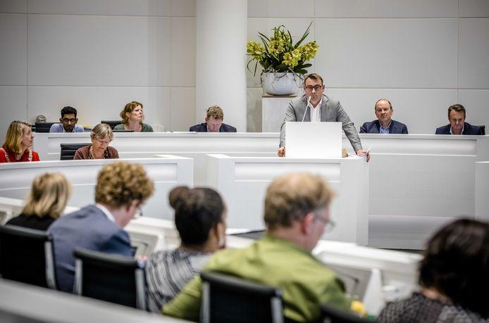 Richard de Mos verdedigt het coalitieakkoord in het raadsdebat.