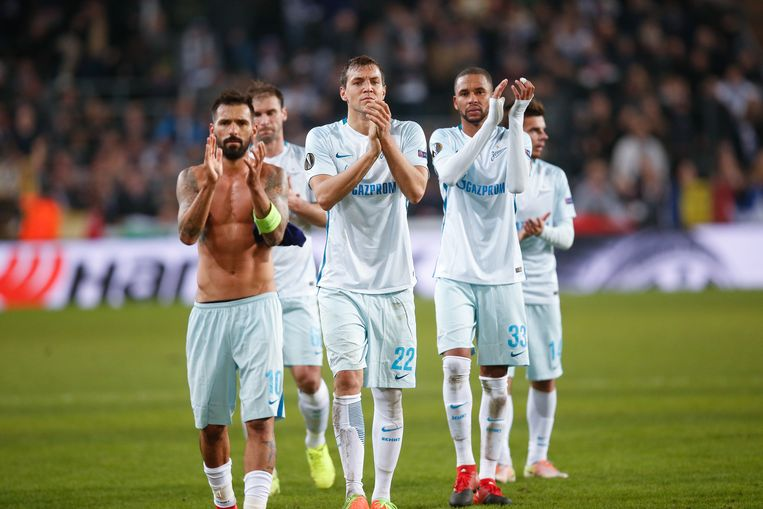 Zenit's players look dejected after a game between Belgian soccer team RSC Anderlecht and Russian team FC Zenit, first-leg of the 1/16 finals of the Europa League competition, Thursday 16 February 2017, in Brussels. BELGA PHOTO BRUNO FAHY Beeld null
