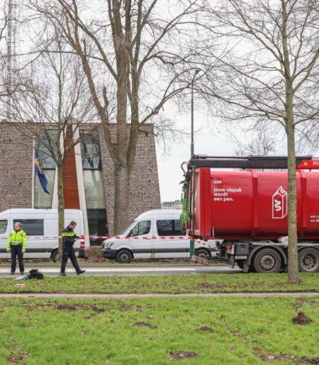 Meisje (17) overleden na botsing met vuilniswagen in Dronten