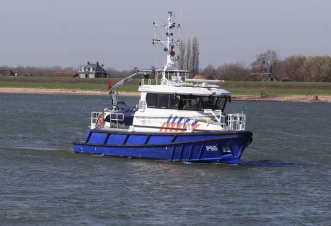 Een politieboot op de Waal. De foto ter illustratie.