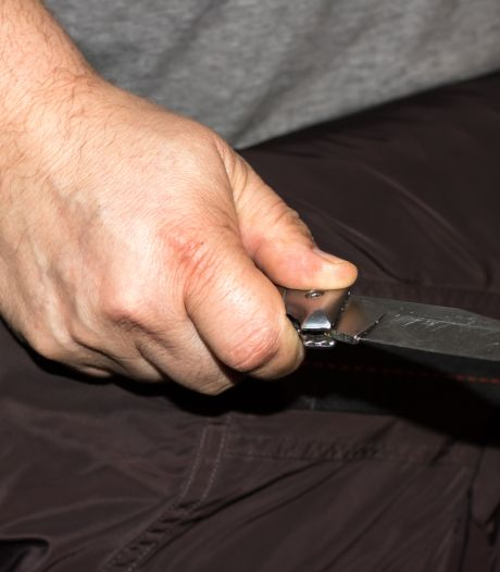 Une femme poignardée à plusieurs reprises en pleine rue par son ex-compagnon