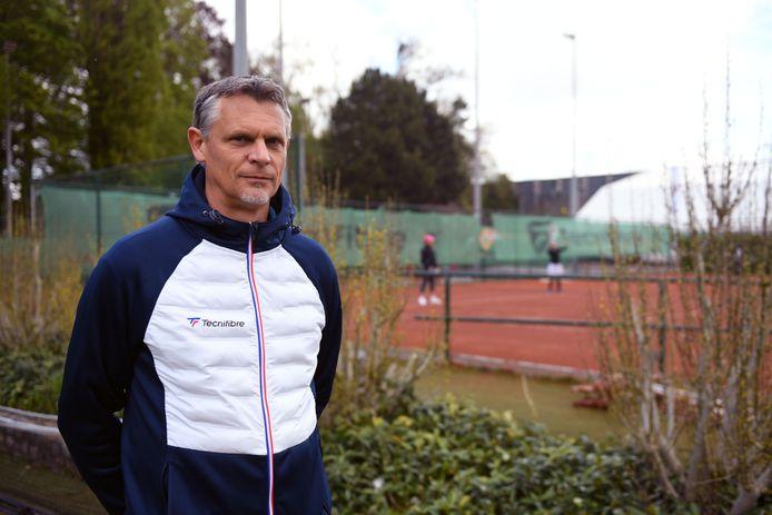 Gert Vanderlinden is zowel coach als secretaris op TC Stade Leuven en geeft ook nog les aan het Leuvense Redingenhof.