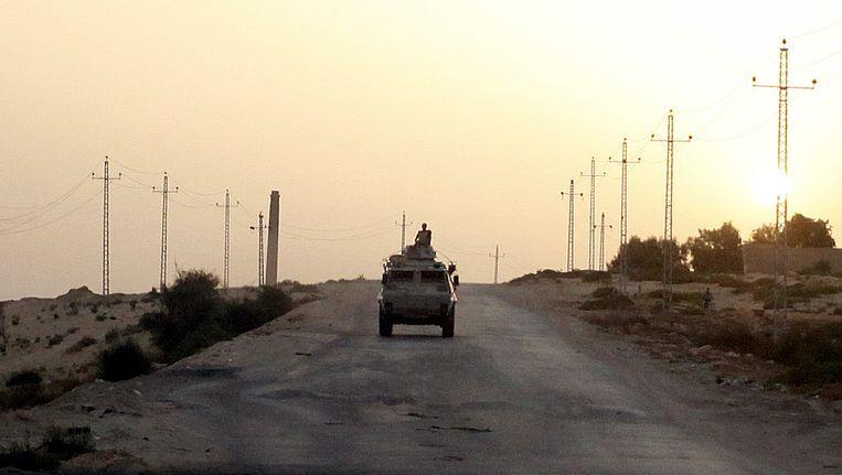 (Archiefbeeld) Een Egyptisch militair voertuig in het noorden van Sinaï Beeld REUTERS