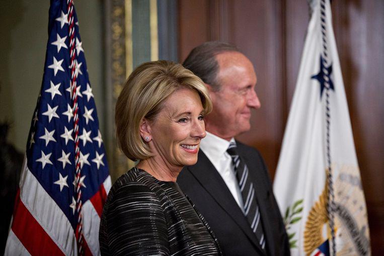 Betsy DeVos, de omstreden nieuwe minister van onderwijs, met haar echtgenoot Dick DeVos Jr. Beeld Photo News