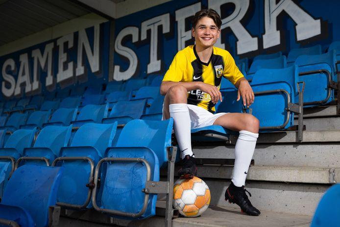 Stef Vullinghs heeft voor drie seizoenen getekend bij Vitesse.