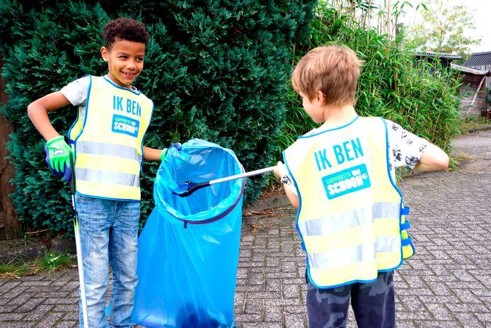 Ook kinderen helpen mee met opruimacties.