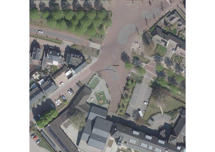 Een bovenaanzicht van het Shared Space-plein van Wijbosch met de plaats waar het hek gepland is.