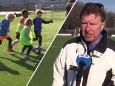 'Opa Aad' de Mos: 'Niks fijners dan met die gastjes op het veld staan!'