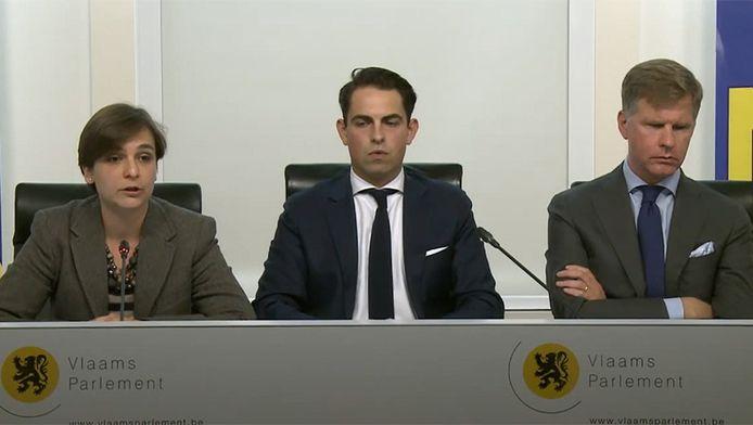 Barbara Pas, Tom Van Grieken en Philip Claeys stellen de nieuwe campagne van het Vlaams Belang voor.
