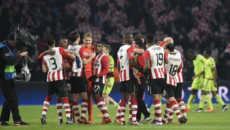PSV-spelers vieren de overwinning Beeld anp