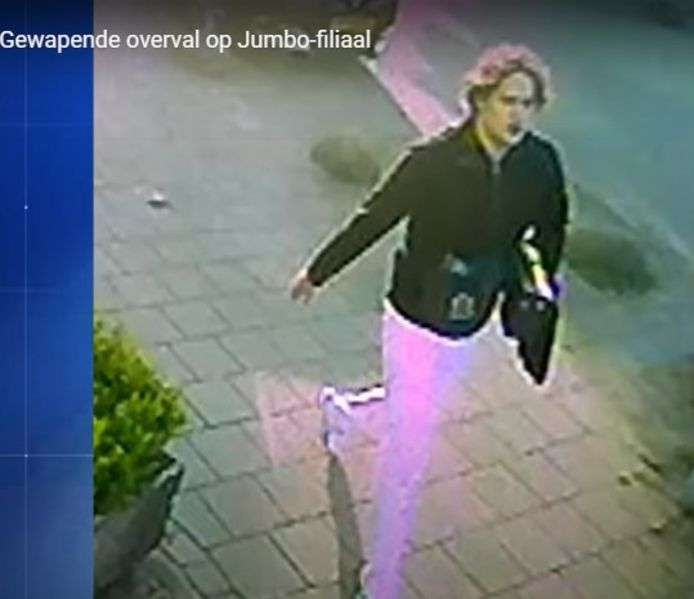 De dader van de overval op de Jumbo in Nijmegen in beeld.