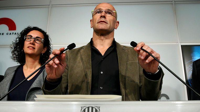 Onderhandelaars voor Junts pel Si, lijsttrekker Raul Romeva (r.) en Marta Rovira, kondigden het voorakkoord vanmiddag aan. Beeld REUTERS