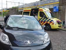 Fietsster geschept door auto in Deventer