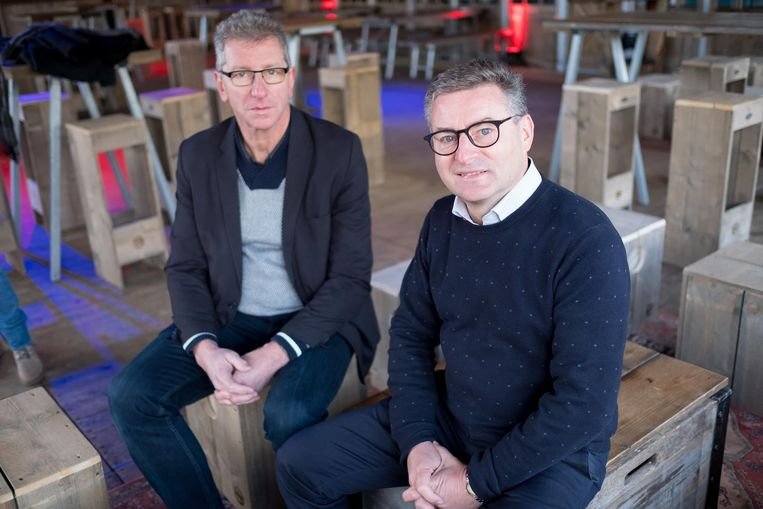 Burgemeester Van Den Heuvel van het voormalige Puurs (vooraan) en zijn collega Peter Van Hoeymissen van het voormalige Sint-Amands.