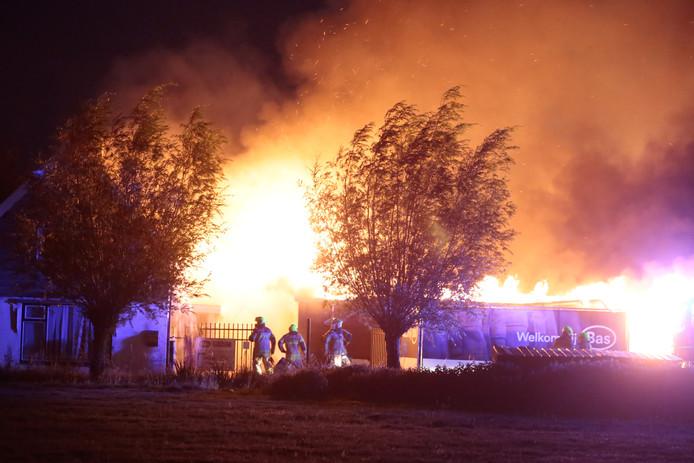 1581589070d Grote brand in winkelpand Brandwijk, bedrijf compleet in de as ...
