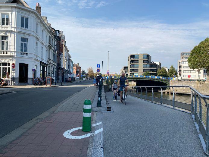 De fietsonderdoorgang aan de Sint-Jorisbrug.