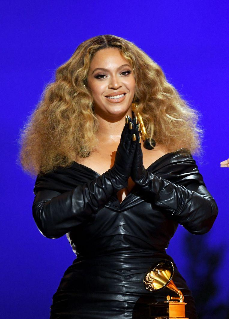 Beyoncé won zondagavond drie Grammy's. Daarmee heeft zij in totaal 28 Grammy's op haar naam, en is nu de meest bekroonde vrouw aller tijden.  Beeld AFP