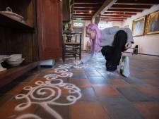 Kunstproject voor kinderen in 't Oude Slot: zandkrullen op de vloer, is dat kunst?