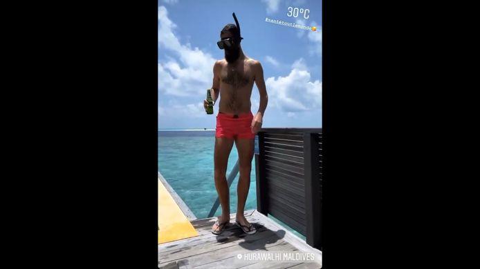 Benoît Paire se console de son éviction des Jeux Olympiques dans un hôtel cinq étoiles des Maldives.