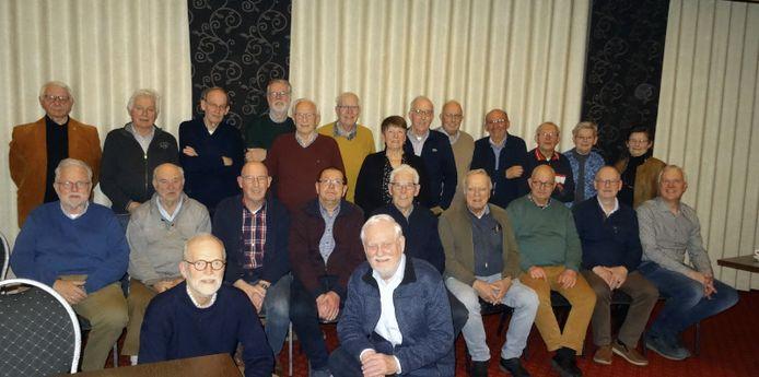 De vrijwilligers van Stichting Heemkunde Markelo vieren een feestje