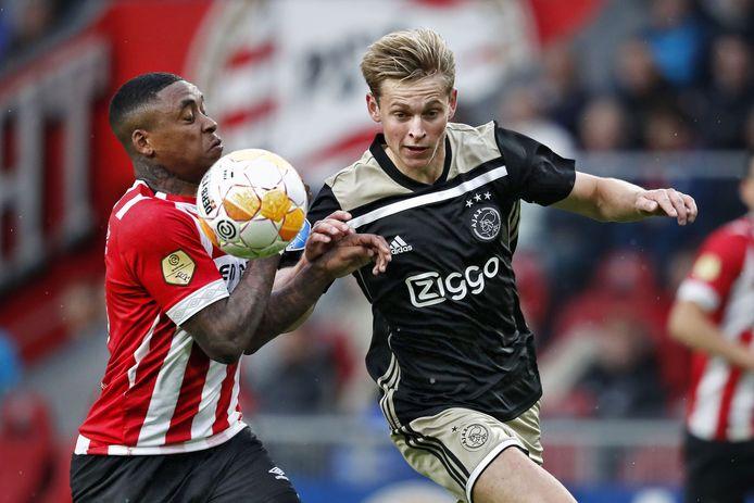 De Jong in actie tegen PSV.