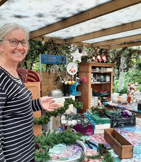 Gerda uit Raalte is dolblij met oude kerstspullen en maakt er nieuwe decoraties van