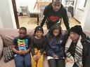 Het getroffen gezin, rechts Mimi Ngalasia Musombo (64) en achteraan Prince.