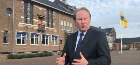 Zingende burgemeester van Zwijndrecht steekt ouderen hart onder de riem