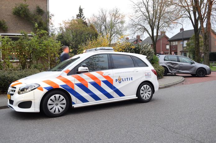 De hulpdiensten zijn donderdagavond uitgerukt voor een aanrijding op de kruising Van Barneveldlaan en de Lindenlaan te Wehl.