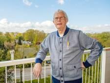 Door zijn lintje is Adri Meesters ineens een bekende Bergenaar: 'Gek, maar ook leuk'