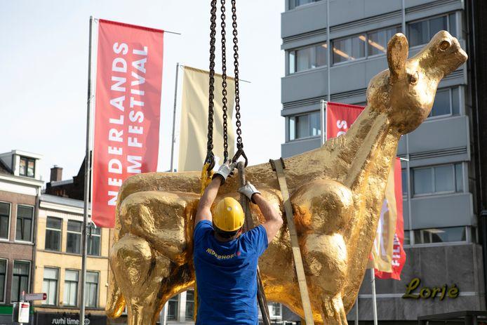 Het Gouden Kalf staat weer op de Neude. Daarmee is dinsdagochtend het startsein gegeven voor de 41ste editie van het Nederlands Film Festival vanaf vrijdag in Utrecht.
