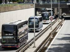 Touringcarbedrijven uit Oost-Nederland staan achter oproep voor langere coronasteun: 'Echt noodzakelijk'