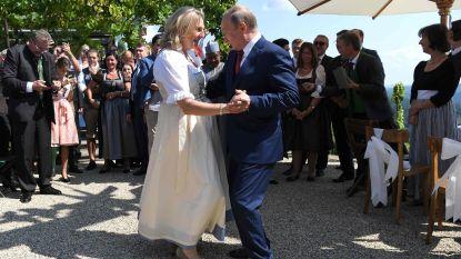 Poetin woont huwelijk Oostenrijkse minister bij