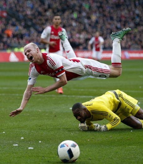 Ajax wint heerlijke, maar soms grimmige Klassieker