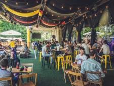 Geen grote schermen op pleinen, maar wel in cafés en zomerbars. Ook in Gent kan je samen naar het EK kijken!