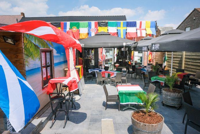 In café De Plekpot in Kapelle-op-den-Bos staat alles in het teken van het EK.