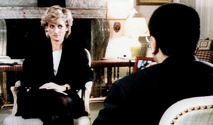 In 1995 schetste Lady Di al een weinig fraai beeld van het koningshuis, eveneens voor miljoenen kijkers wereldwijd.