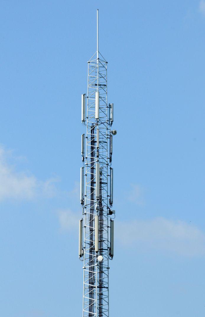 KPN wil een mast plaatsen bij de picknickplek aan de Dennenweg. B en W zien hiervoor geen belemmeringen.