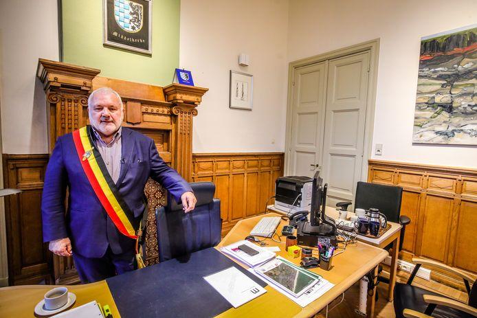 """Over Jean-Marie Dedecker, zijn vroegere partijgenoot bij LDD: """"Onze vriendschap blijft. Hij was wel beter lijstduwer bij Vlaams Belang geworden. Hij zou bij ons zeker verkozen geweest zijn. Maar dan zou hij misschien wel minder Vlaamse subsidies krijgen voor Middelkerke, waar hij burgemeester is."""""""