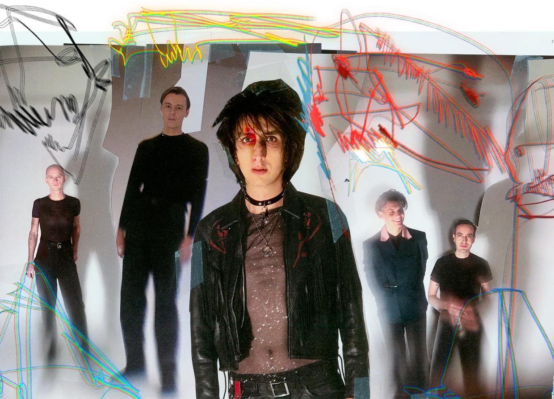 The Horrors, met Tom Furse uiterst rechts Beeld RV