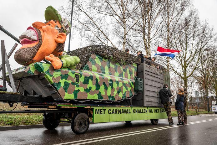 Een van de grote wagens in de optocht van Brouwhuis