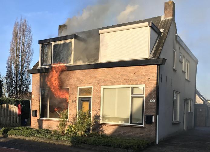 Uitslaande woningbrand in Prinsenbeek.