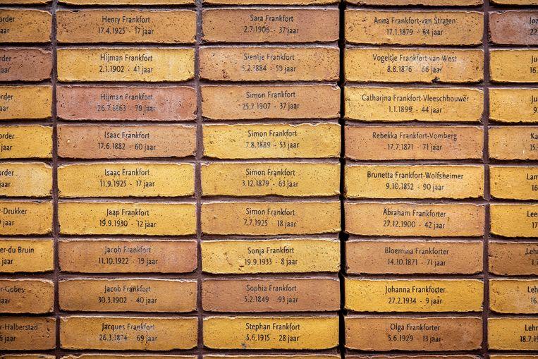 Het Holocaust Namenmonument is ontworpen door Daniel Libeskind en toont de namen van de ruim 102.000 Nederlandse Holocaustslachtoffers die nooit een graf kregen. Beeld ANP