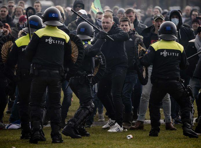 2021-01-17 15:08:05 AMSTERDAM - Demonstranten op het Museumplein. ANP ROBIN VAN LONKHUIJSEN