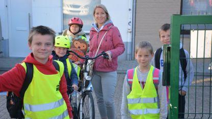 Leerlingen De Toekomst stappen en trappen naar school