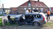 Twee zwaargewonden bij klap op berucht kruispunt